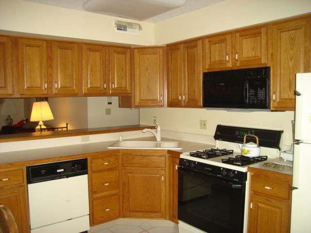 Ceramic tile floor, oak cabinets, and all kitchen appliances included