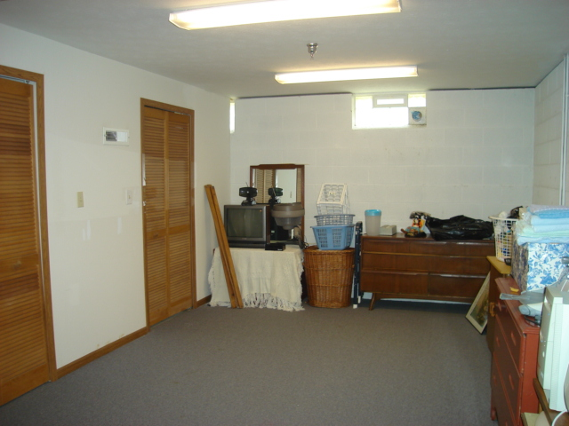 Great basement offers additional storage, rec room, office, etc...