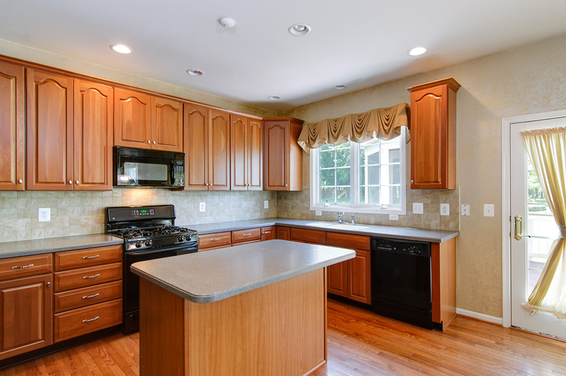 Gourmet kitchen w/great center island