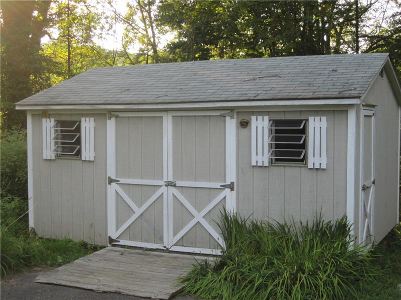 Shed with electricity